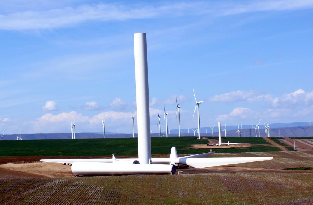 Biglow_Canyon_Wind_Farm_under_construction